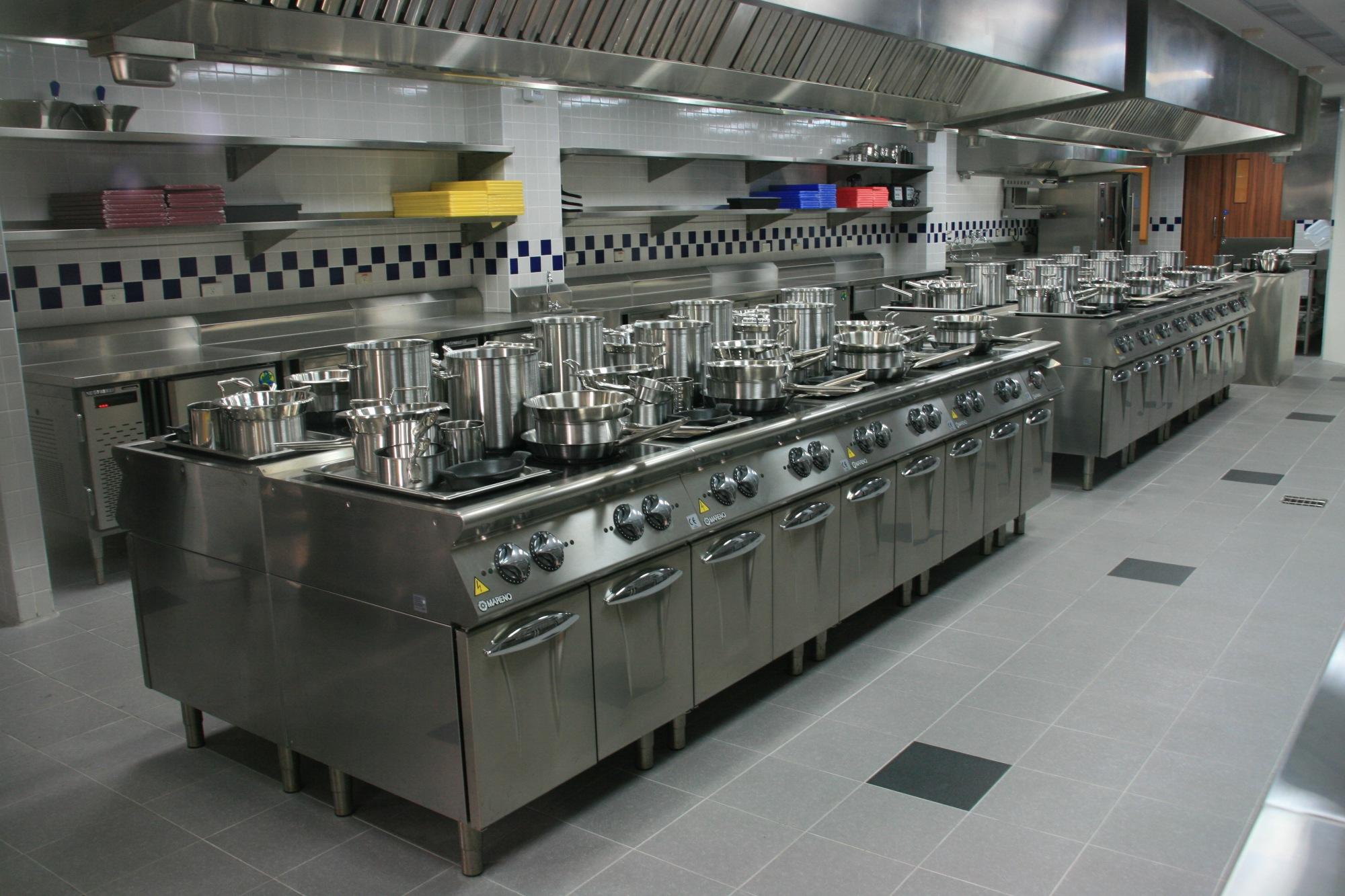 高餐藍帶廚藝卓越中心的廚具皆為法國藍帶指定使用的廚具。(圖/黃偉翔攝影)