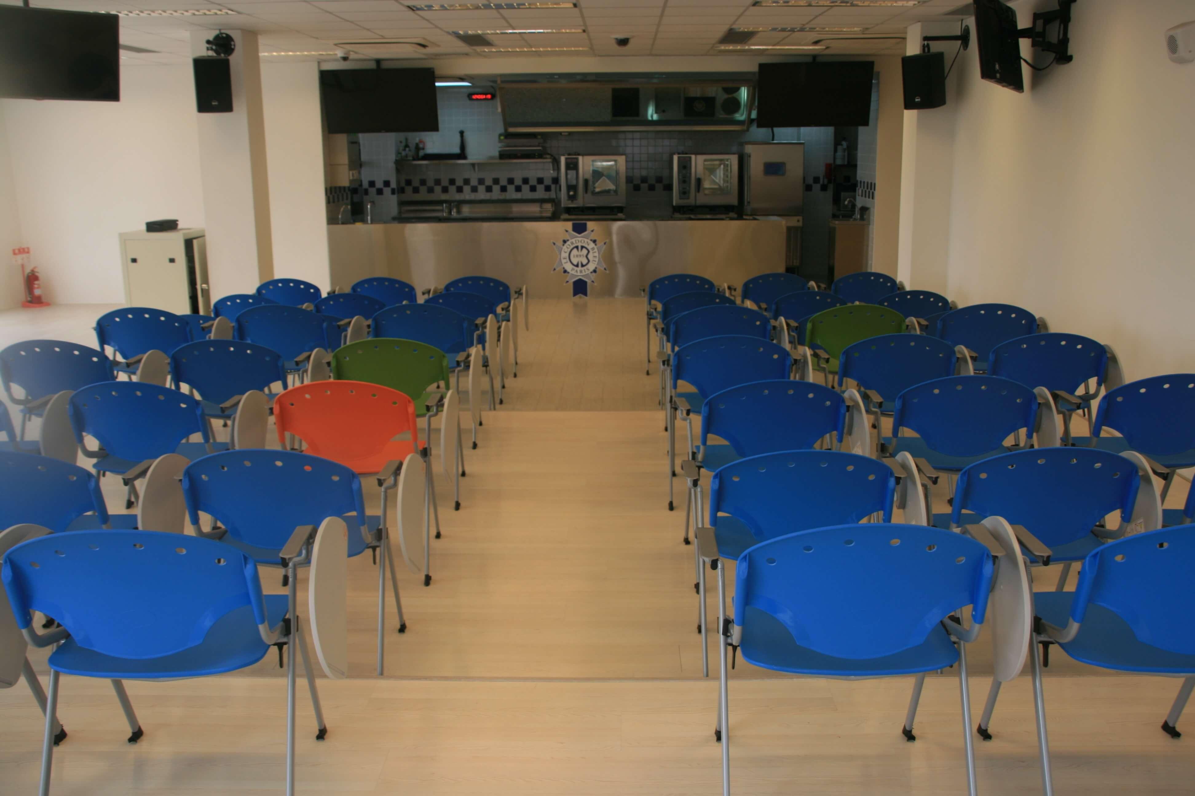 高餐藍帶廚藝卓越中心示範教室,至今仍未有過學生上過課。(圖/黃偉翔攝影)