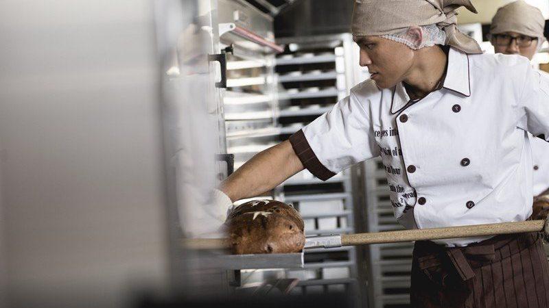 勞動部公告調查 4成8勞工平均每月加班15.6小時