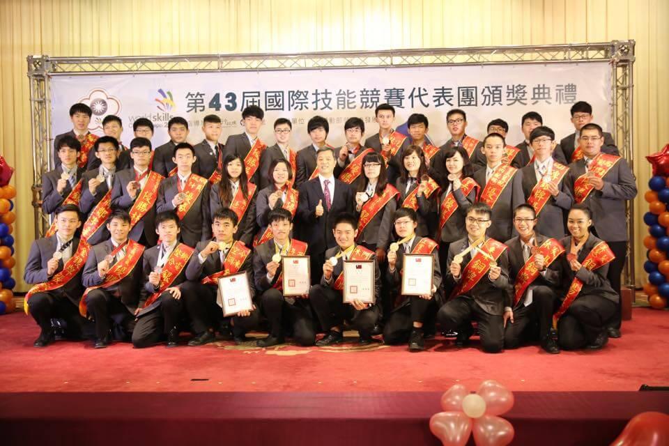國際技能競賽中華隊獲獎數世界第三,勞動部長陳雄文勉青年續發光