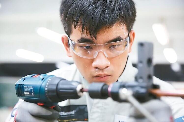 黃偉翔/教育部勞動部各自為政,技職教育與職業訓練更加疏遠