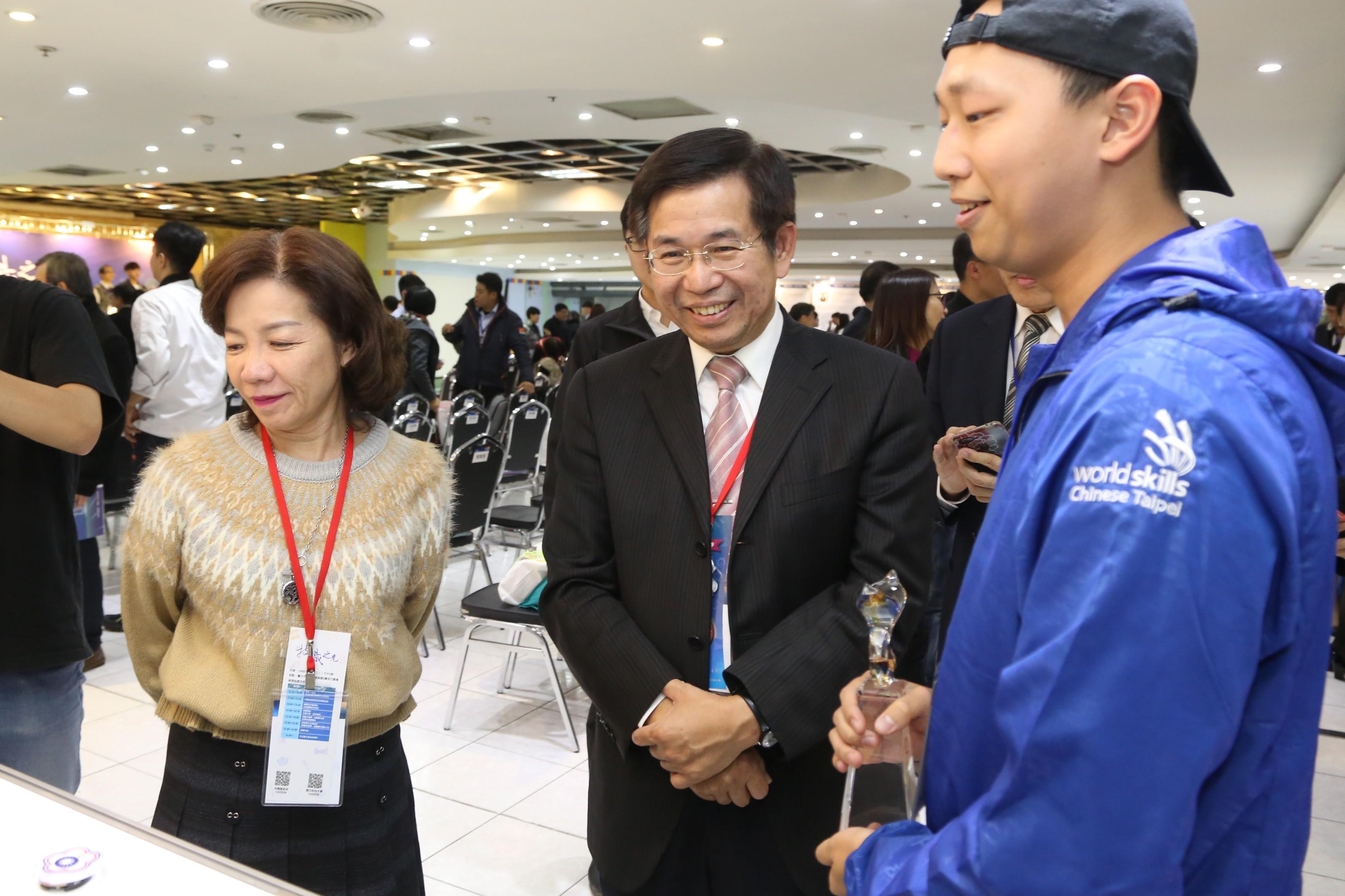 「技職之光」頒獎 潘文忠:台灣社會需要整合型人才