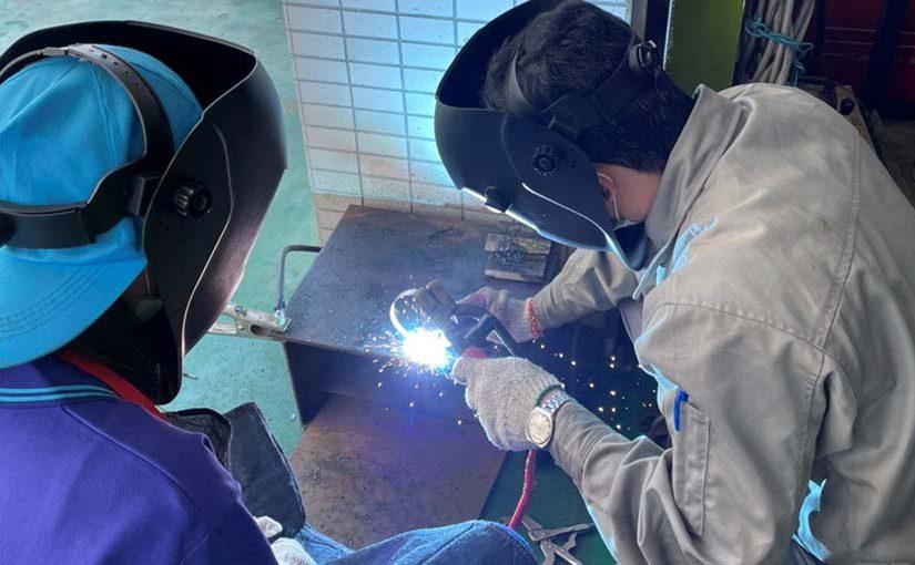 三重商工學生跨域體驗手工電弧焊 課程融入SDGs培養國際觀